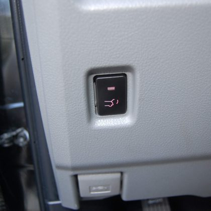 Toyota 4runner with aftermarekt power liftgate front button